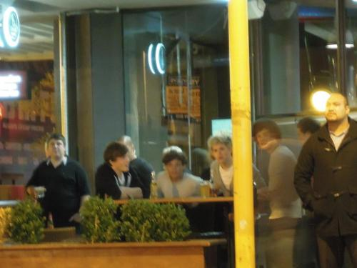 larryslove:   Louis, Niall and Harry out at a Wellington bar.   Larry date with Captain Niall. ;)