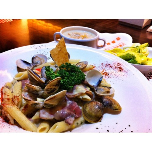 Penne Carbonara with bacon and clam #food #foodphotos  (Taken with instagram)