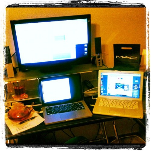 This was what I saw almost all weekend: 3 monitors and a teapot. Can't wait to drive in the sunshine tomorrow (Taken with instagram)