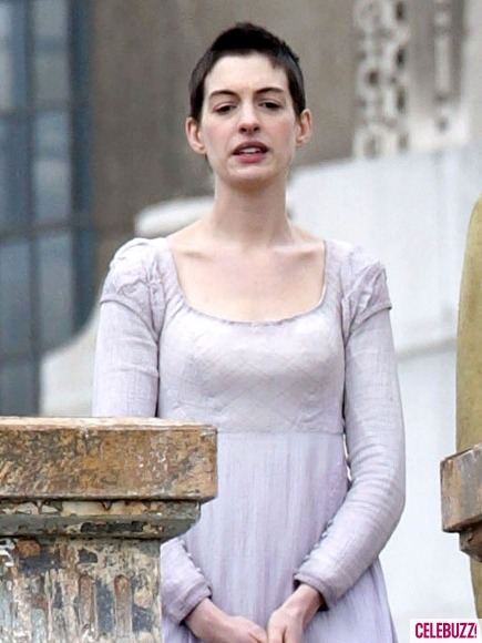 Les Miserables: Anne Hathaway (via Les Miserables: nuove foto dal set con Anne Hathaway e Hugh Jackman | Il blog di ScreenWeek.it)