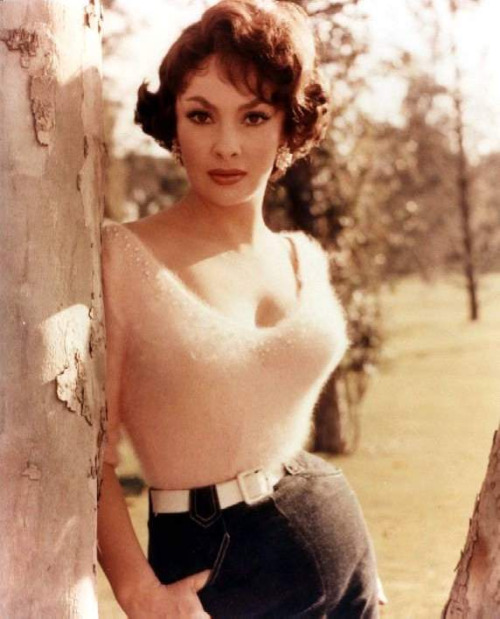 theniftyfifties:  Gina Lollobrigida  LOVE