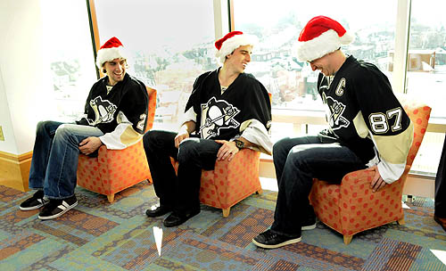 here-daisiesguardyou:  Meehehehe remember when Sid got his butt stuck in that small chair?