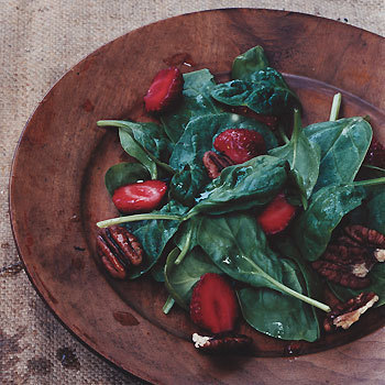 Spinach Salad with Strawberry Vinaigrette http://www.epicurious.com/recipes/food/views/Spinach-Salad-with-Strawberry-Vinaigrette-238931