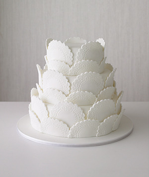 CREATIVE CAKE OF THE DAY!  Classy and Elegant!