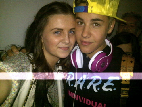 Justin with a fan at the airport