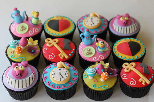 Alice in Wonderland cupcakes.