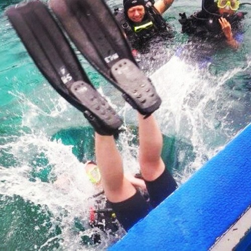 First dive!! #philippines #igerspinoy #igersmanila #igdaily #instadaily #iphonesia #instamood #photooftheday #asia #squareready #statigram #webstigram #jj_forum #instagood #beach #sipalay #scuba #dive (Taken with instagram)