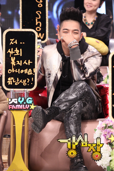kpopthighsandtushes:  single greatest pair of pants you've ever worn, youngbae. congratulations.