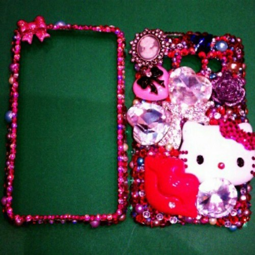 Retired my case :( time for me to make a Nu one #decoden #hellokitty #fashion #phonejewelry (Taken with instagram)