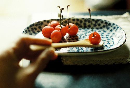 0wlsandlights:  cherry (by leaf**)