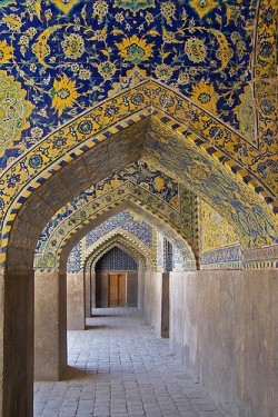 Pòrtic, Mesquita del Xa, Isfahan by Sebastià Giralt, via Flickr   ( Islamic Arts and Architecture )