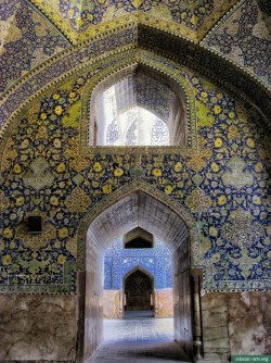 Imam (Shah) Mosque in Isfahan, Iran   ( Islamic Arts and Architecture )