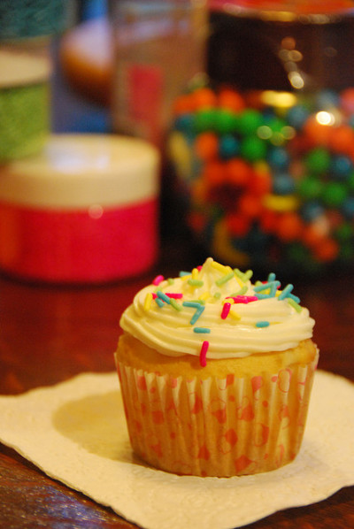Summer Camp Cupcake by marinotsobland on Flickr.