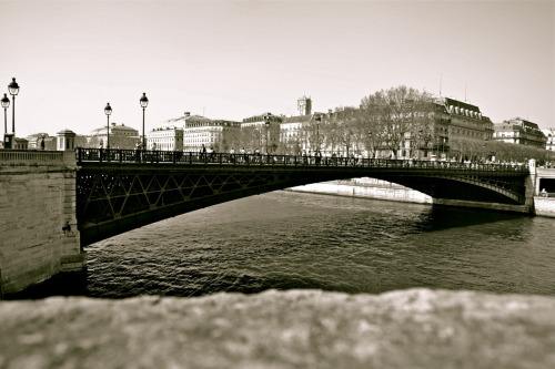 """ I'm crossing, Paris, April 2012 Sébastien A. Photography"