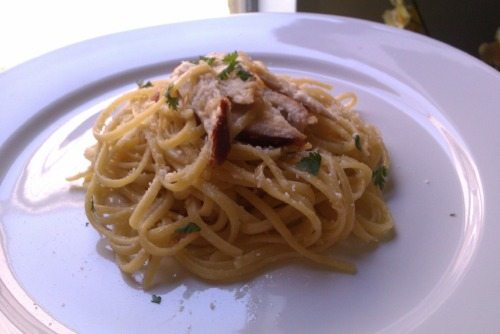 linguine aglio e olio!! with shredded roasted chicken taken with my phone… not that bad!!