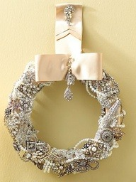 Vintage Jewelry Wreath! GENIUS!