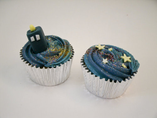 thenerdbaker:  TARDIS cupcakes by ~JessicakeN  Gahhhh!!! So cute!