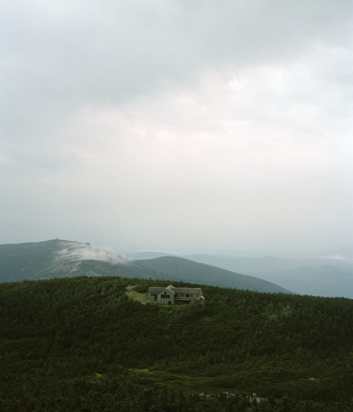 cabinporn:  Appalachian Mountain Club's Greenleaf Hut in the White Mountains of New Hampshire. Photograph by Ryan Shorosky.