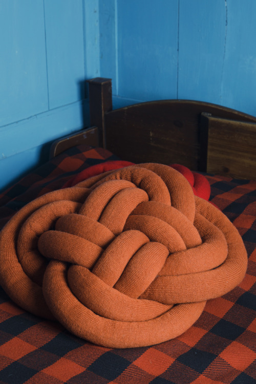 Notknot pillow