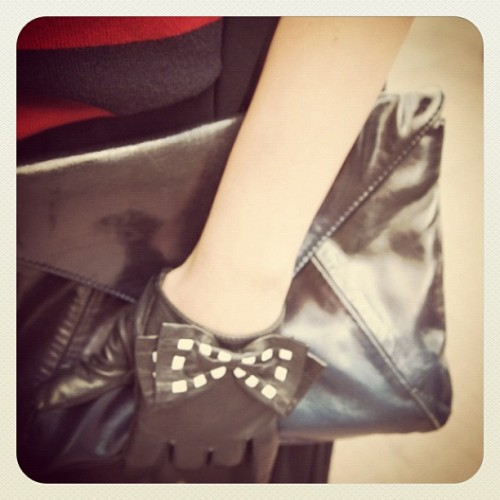 Love this #gloves #hm #bag  (Tomada con instagram)