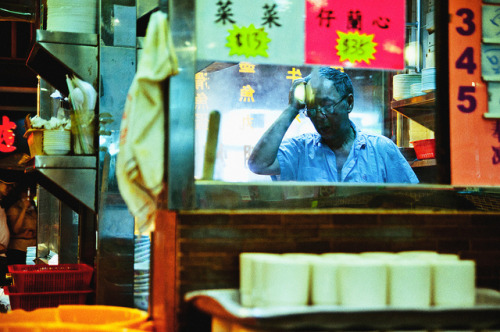 cultural-escapist:  Cantonese Restaurant, Kowloon Peninsula, Hong Kong. by Flash Parker on Flickr.
