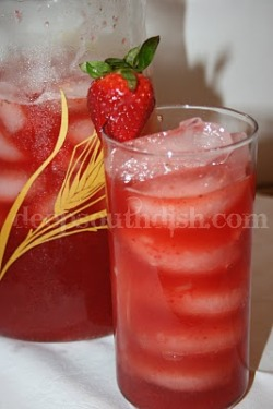prepprephooray:  Southern strawberry sweet tea