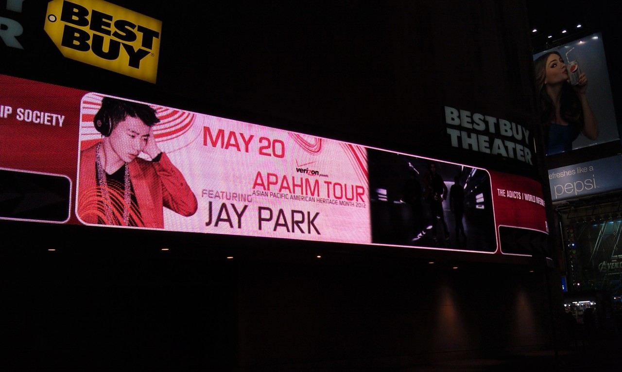 kpop-hot-pot:  Ad for Jay's concert at times square ^^