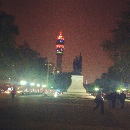 La #Torre #Entel a lo lejos, #city #santiago #chile #instagram #iphone #night  (Tomada con instagram)