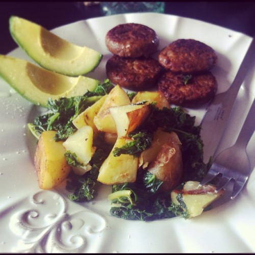 #sunday #brunch #vegetarian #hashbrowns #kale #avocado #yves (Taken with instagram)
