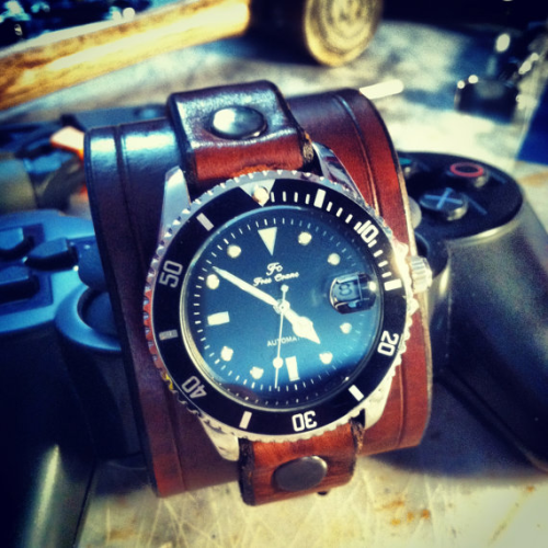 Nathan Drake style leather cuff watch discovered via @nolan_north's tweet  -i want one!! It looks so damn cool   (via VigilanteLeather's etsy>)