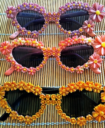 what-do-i-wear:  Mercura Daisy sunglasses (image: joylovesfashion)