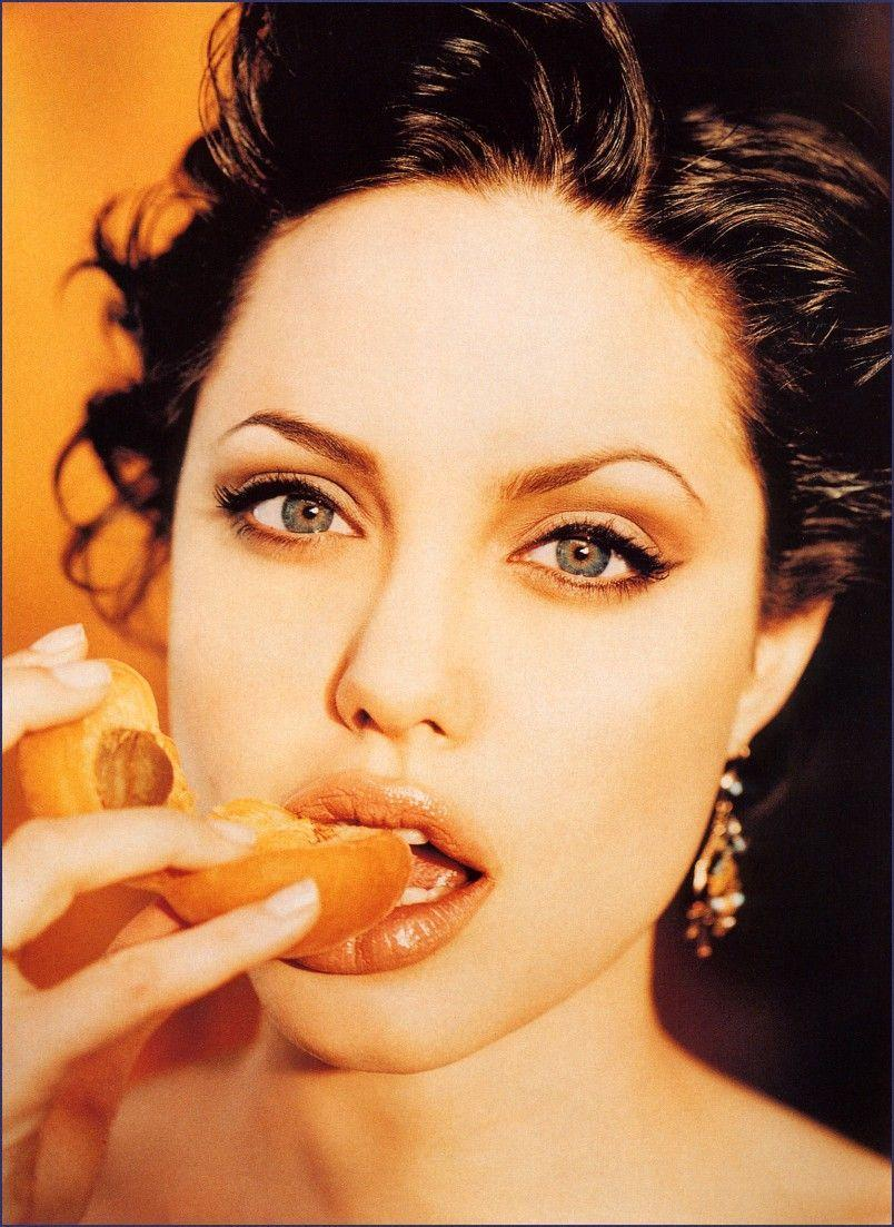 lickabl:  angelina jolie x peach