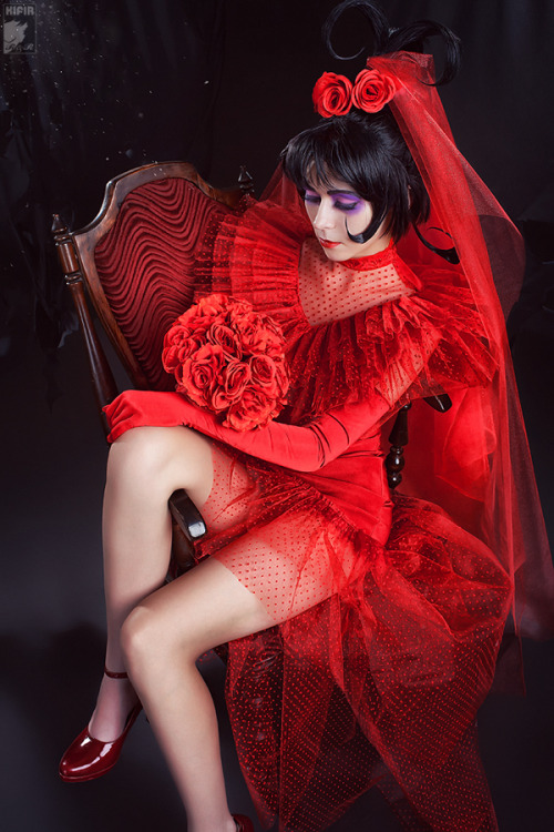 Lydia Deetz (in wedding dress) from BeetlejuiceCosplayer: Ryoko-demonPhotographer: Kifir