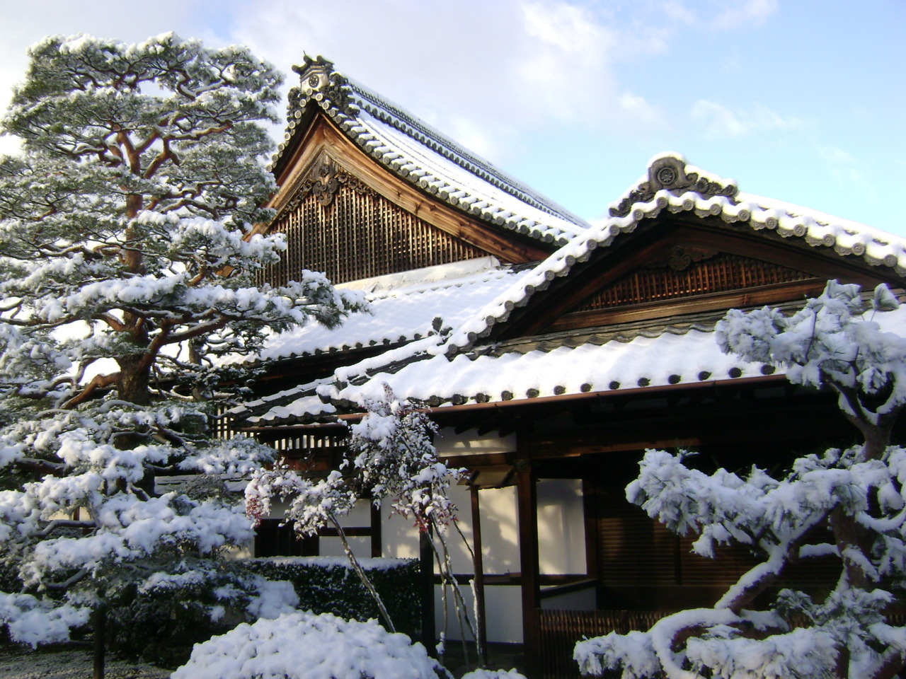 Snow at Shunkoin Temple, Kyoto. By Joel Cason