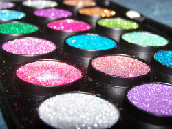 Gorgeous Glitter Eyeshadow - Love It So Much on We Heart It. http://weheartit.com/entry/27333496