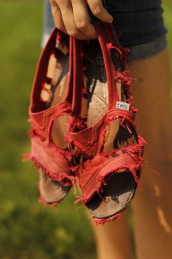 beach-houses:  DIY Toms Sandals