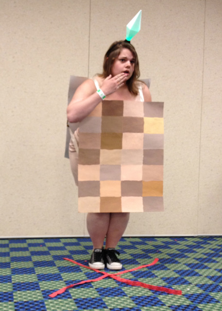 sniluminous:  fuckyeahsimsmeme:  My naked Sims Costume at Comicon! Not a meme but I thought you all would appreciate it :)  yes  HAHAHA