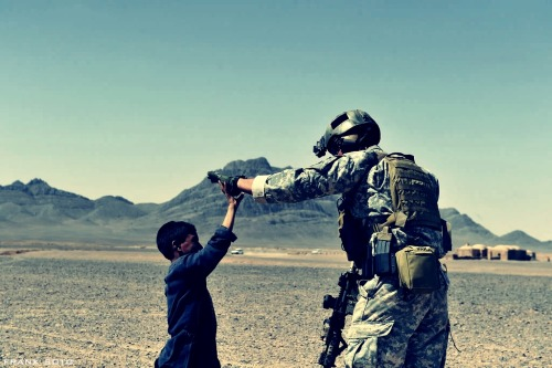 keepiiitreal:  U.S. Army - High Five
