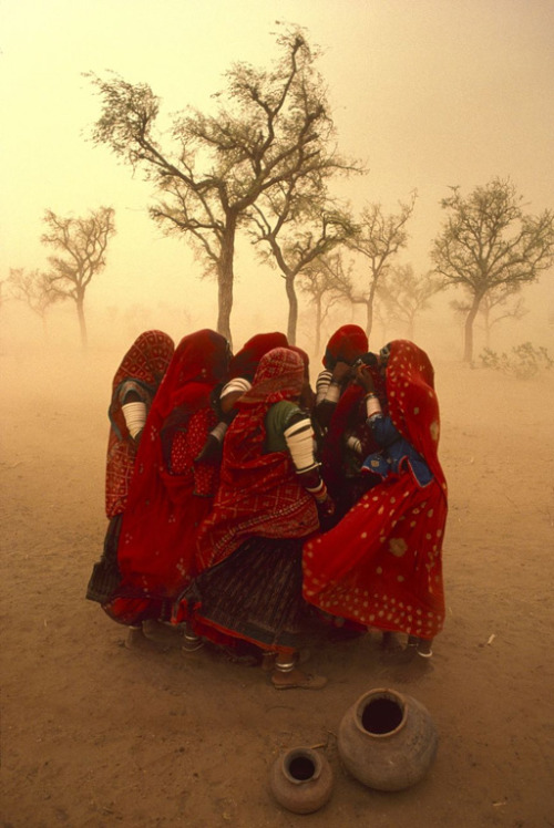 bitterdoll:  Rajasthan dust storm Photo by Steve Mc Curry