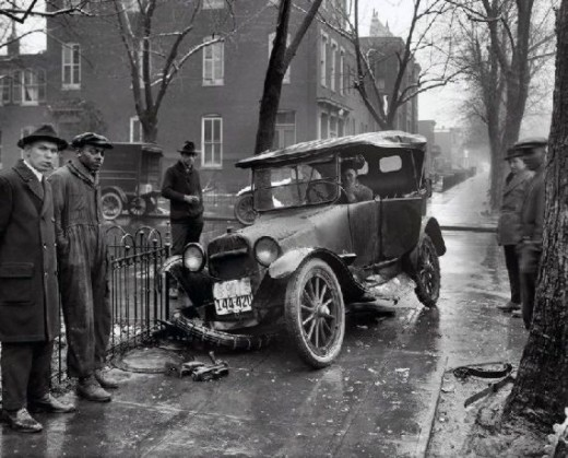 lostsplendor:  Automotive Accident (via Retronaut)
