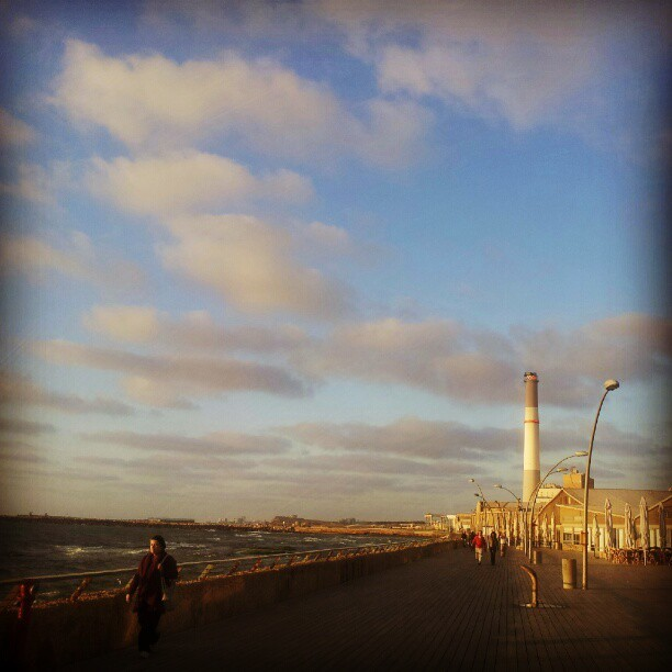 Sunset run #telaviv #running #namal #sunset  (Taken with Instagram at Tel Aviv Harbor (נמל תל אביב))