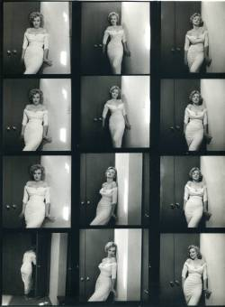 waltdisneywithblood:  Contact sheet with photos of Marilyn Monroe by Philippe Halsman for Life magazine. 1952. (Via)