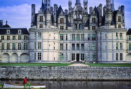 allthingseurope:  Loire Valley, France (by Manuel ROMARÍS)