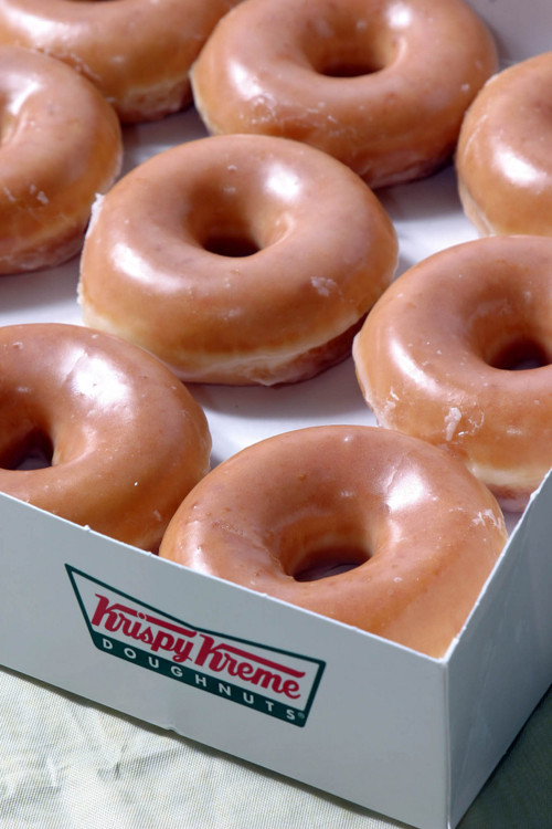 fake-mermaid:  omg omg get in my belly now pls omg  FUCK KRIPSY KREME. DUNKIN DONUTS OR BUST