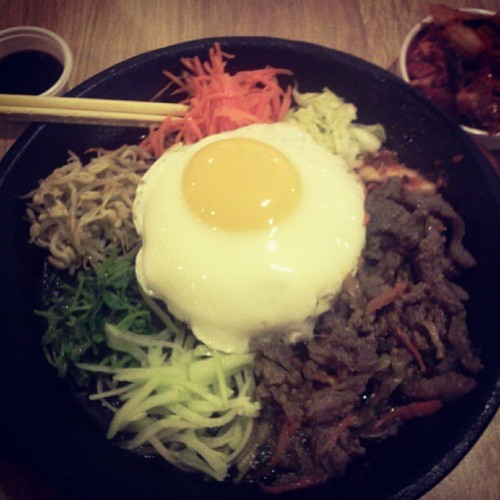 daryltiu:  I wanna eat bibimbop!!! #Cravings #KoreanFood (Taken with instagram)  What I had for lunch today! Yum.