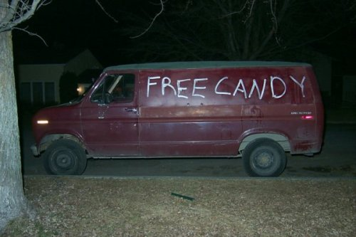 12 Pictures of Creepy Vans [click for more] Vans: No windows, plenty of space, and movable. They're already pretty creepy. Some people take it a step farther.