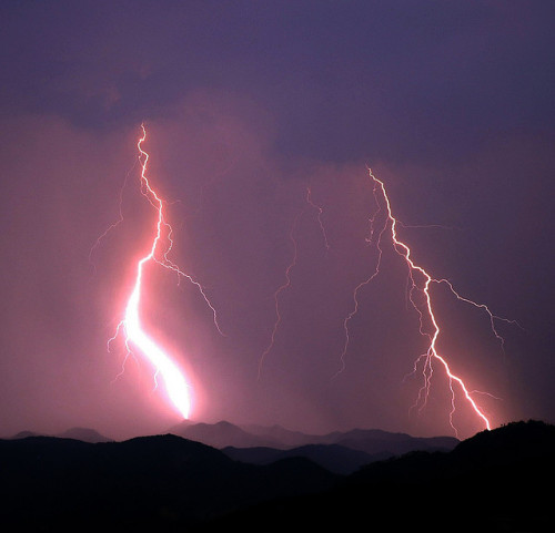 undoingdisaster:  Mountain Storm by ndosborn on Flickr.