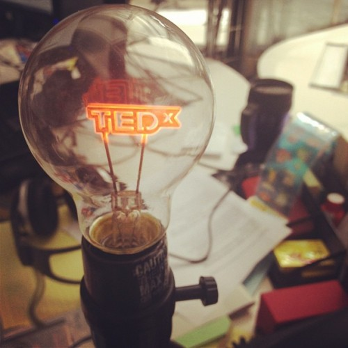 tedx:  omgme:  #TEDx (tomada con Instagram en NewMedia UFM)  Photo spotlight: Just one of the bright ideas at TEDxUFM in Guatemala City.