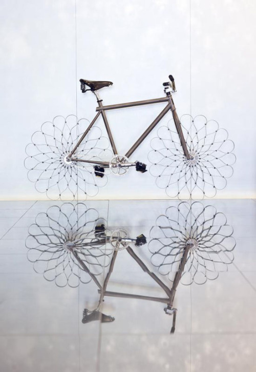 Awesome bike with steel sprng wheels. No tires, no spokes, just curved steel strips. Check the vid below for the demo.