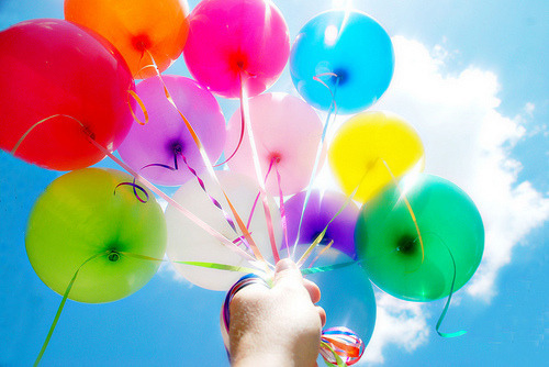 I Love balloons, esp on days like this!! Sunny and beautiful!    http://weheartit.com/entry/24073992